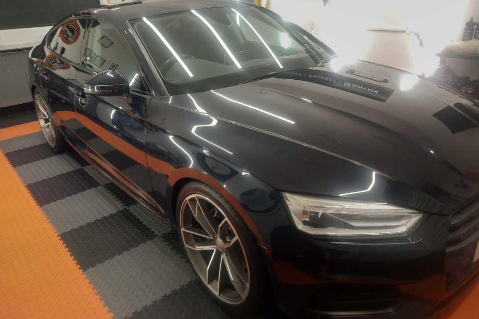 Shows an Audi car post detail